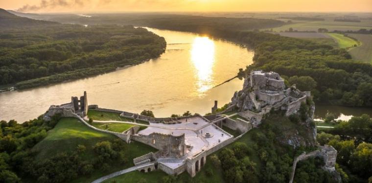 devins-castle-bratislava.jpg